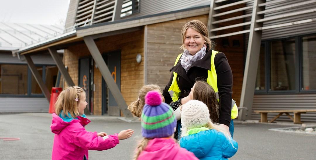 Jannice Breivold By med skoleelever