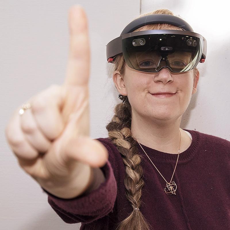 Portrett av Ekaterina Praslova-Førland med VR-briller