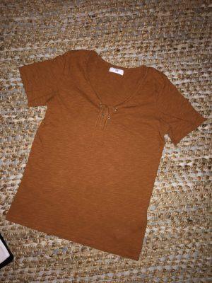 tee-shirt camel