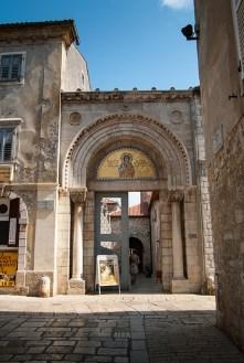 Poreč, ulaz u Eufrazijevu baziliku - Porec, entrance to the basilica St.Euphrasius