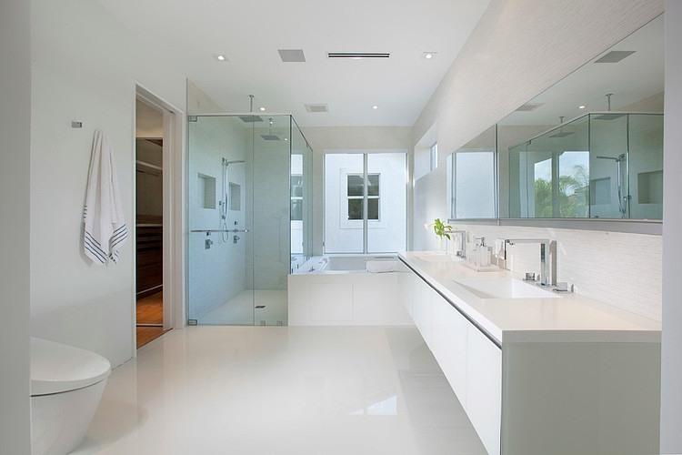 Interiores de casa em Miami por DKOR  Vidrado