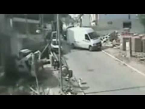Crazy Truck Smashes Parked Cars – Amazing Accident
