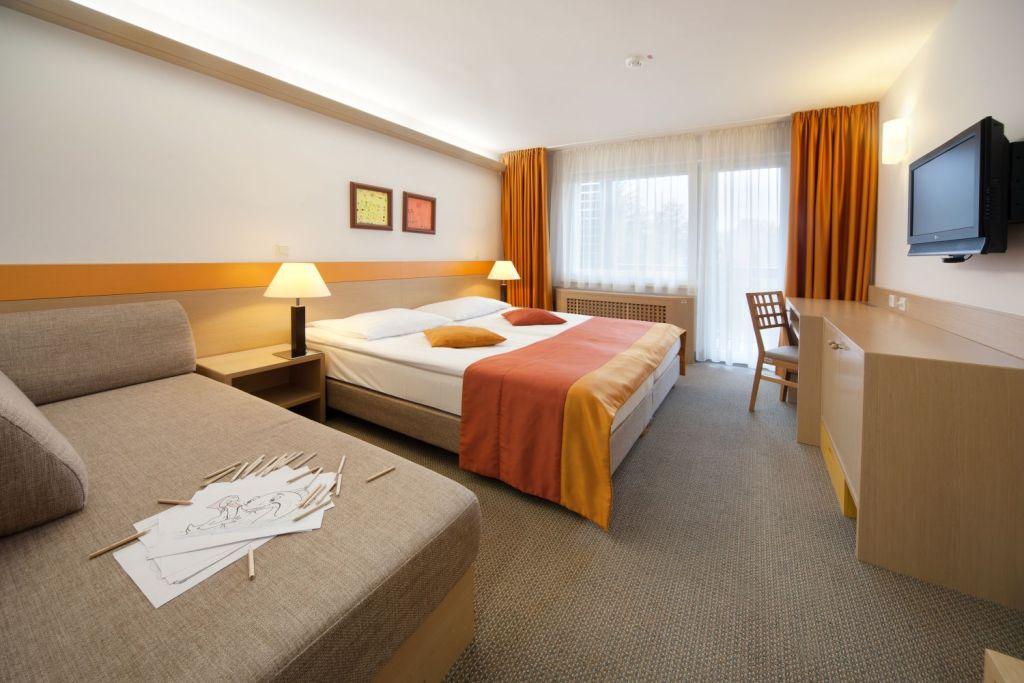 होटल की सेविका