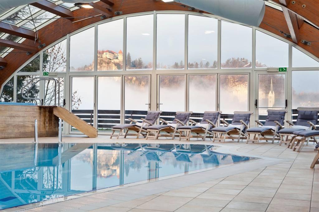 Hotel Kompas piscina interna