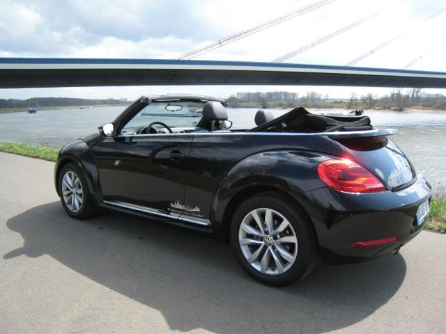 das kultauto probefahrt mit dem beetle cabrio. Black Bedroom Furniture Sets. Home Design Ideas