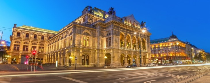 Start your 12-hour tour in Vienna from the State Opera