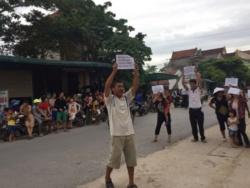 Nông dân Nghệ An biểu tình phản đối các khoản thu trái pháp luật