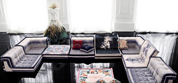 Ο Jean Paul Gaultier σχεδιάζει για την Roche Bobois