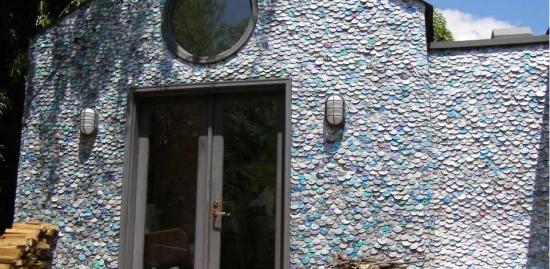 Το σπίτι με τα κουτάκια αναψυκτικών.