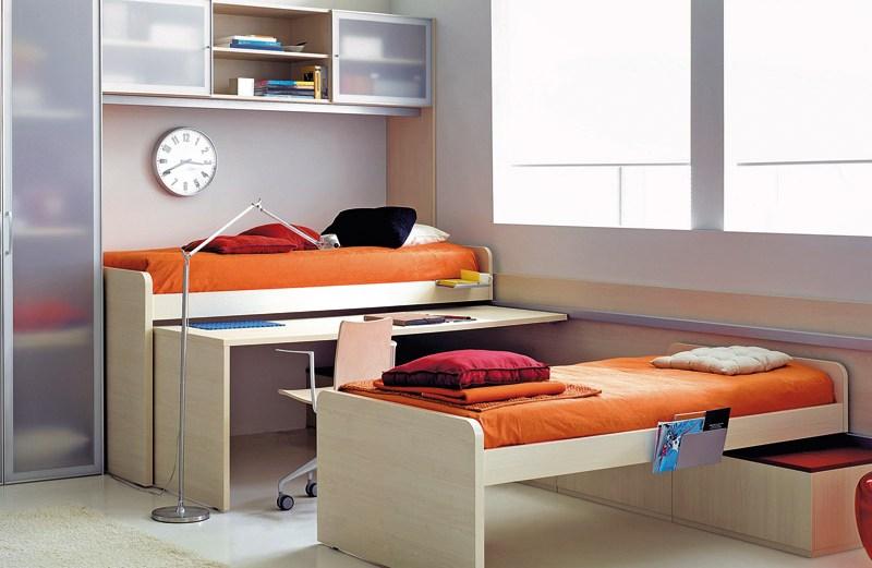 Ύπνος, διάβασμα και παιχνίδι σε ένα δωμάτιο.