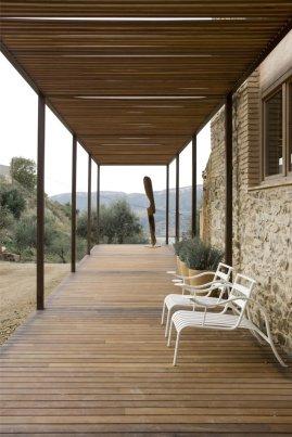 Modern_decor_in_a_rural_residence-02
