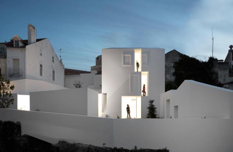 Σύγχρονη αρχιτεκτονική σε παραδοσιακό χωριό στην Πορτογαλία