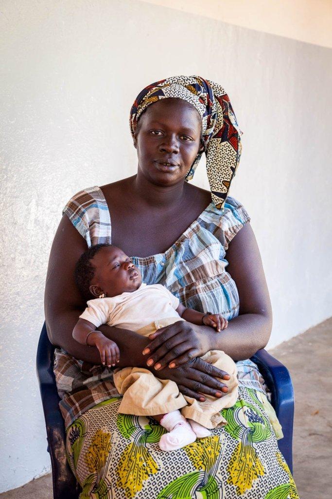 Patenkind Seynabou mit Mutter