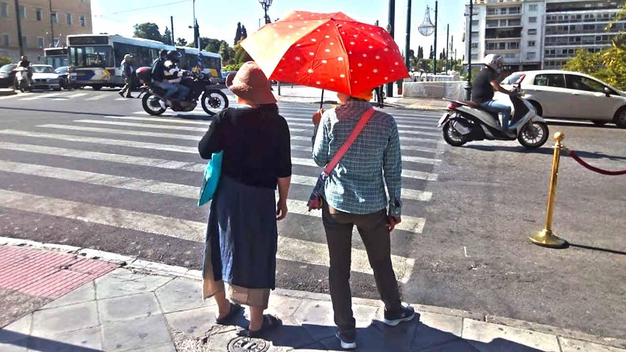 Ομπρέλα ή παρασόλ; Μια προστασία πάντα χρειάζεται