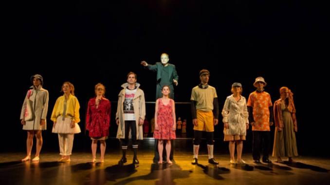 Είδα Το «Κορίτσι Που Πέφτει, Πέφτει, Πέφτει» σε σκηνοθεσία Λίλο Μπάουρ στο REX