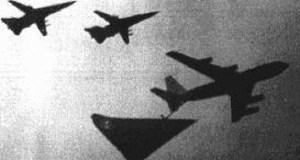 """Dois pilotos comerciais de duas companhias aéreas relataram ter sido ultrapassados por um OVNI (objeto voador não identificado) em voos sobre o deserto do Arizona, nos Estados Unidos. Casos semelhantes têm sido revelados com frequência e o Brasil também já liberou áudios sobre a """"Noite Oficial dos OVNIs"""""""