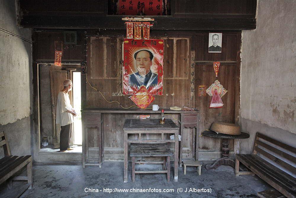 PHOTOS OF TRADITIONAL CHINA HOUSING PEASANTS GUILIN