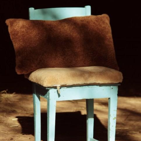 Pitkä tyyny 60x35cm 80€| turkis+ mokka/nahka