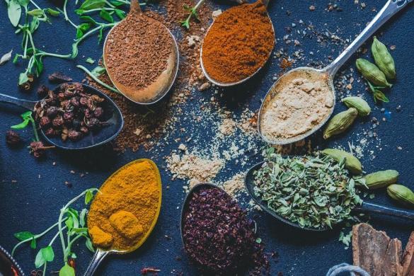 Mitä mausteita ja yrttejä yhdistellä keskenään