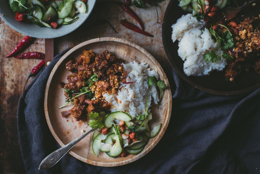 Indonesialainen tempecurry. Vegaani
