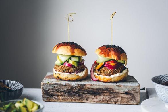 Kaurapalapihvit ja Välimeren hampurilaiset (V)