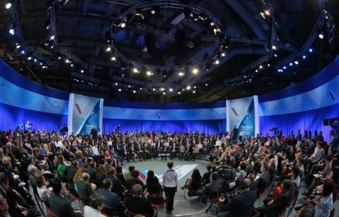 """Putin sa narodom2 Путин затражио да се најважнији """"руски сервери"""" преместе из САД у земљу"""