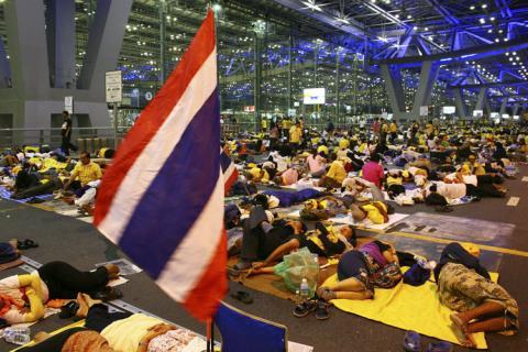 bangkok_airport_seige1