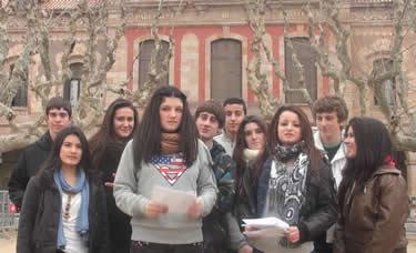 Alumnes de l'Illa de Rodes participants de l'activitat del Parlament de Catalunya