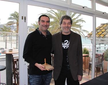Raul  Melo i Mateu Casañas durant l'entrega de trofeus al Cafè Si Us Plau