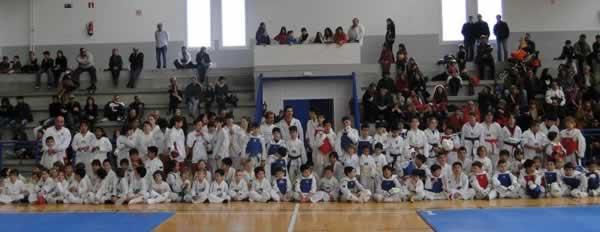 Tots els participants al 1er Interclubs de Taekwondo de Cadaqués