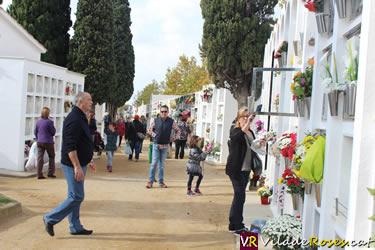 Festivitat de Tots Sants al cementiri de Roses