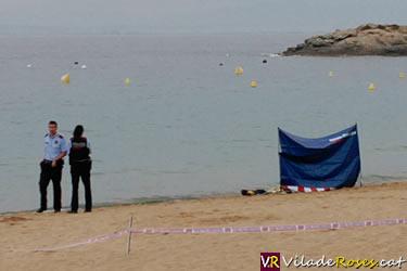 Dona ofegada a la platja de l'Almadrava de Roses