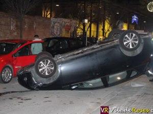 Cotxe bolca al carrer Marià Benlliure de Roses