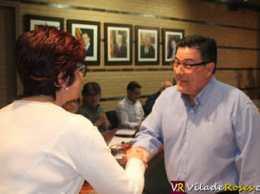 Antonio Carrasco jura l'acta de regidor d'Unió Municipal de Roses