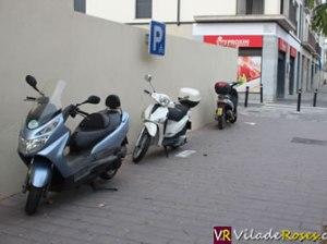 Nous aparcaments per a motocicletes a Roses