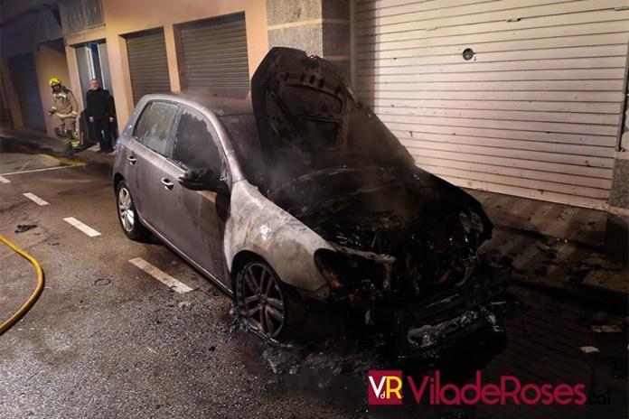 Es crema un altre cotxe a Roses