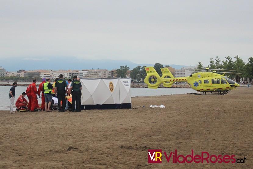 Dos nens s'ofegen a la platja de La Punta de Roses