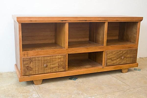 Rack para TV e Home Theater projetado em madeira de demolição