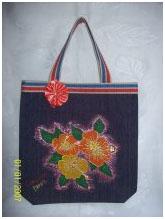 Bolsa com aplicação de flores de chita
