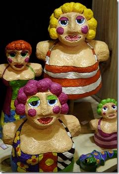 Bonecas em Papel Mache