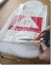 Corte as alças das sacolas