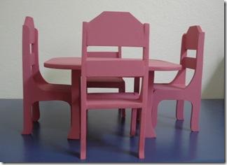 Mesa e cadeiras em miniatura