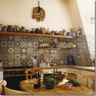 Azulejos com painel na bancada da cozinha
