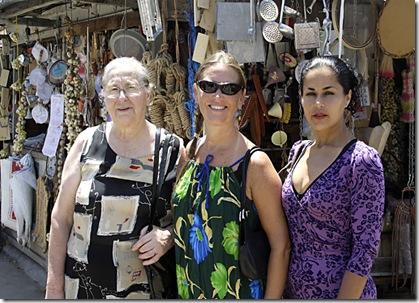 Vó Ana, Cris e Fabiana, passeando no Mercado Público Central