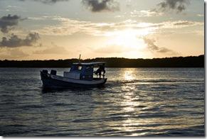 Por-do-sol sobre o mangue de Acaú