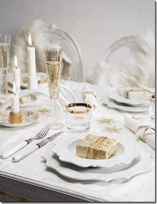Branco com dourado dão requinte e o mimo sobre o prato agradece a presença