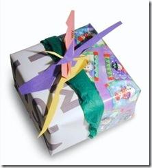 Sobras de papel se tornam um lindo pacote de presente