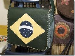 Bolsa super esportiva,em couro, da linha Brasil de Ivânia Barreto
