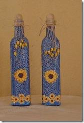 Garrafas recicladas com pintura e decoupagem