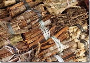 Cascas de árvores medicinais, vendidas nas barracas do mercado público